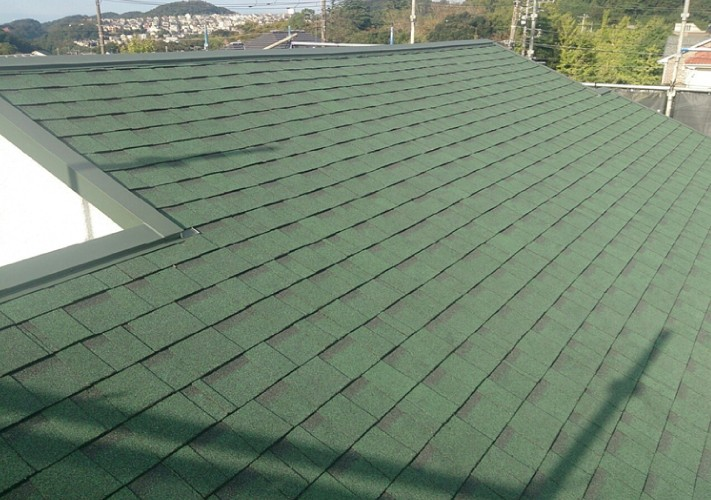 アスファルトシングルのオークリッジスーパーによる屋根葺き替え完成後