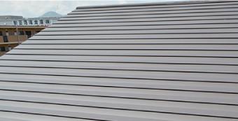 ガルバリウム鋼板の保証期間は15~20年で耐用年数はそれ以上あります
