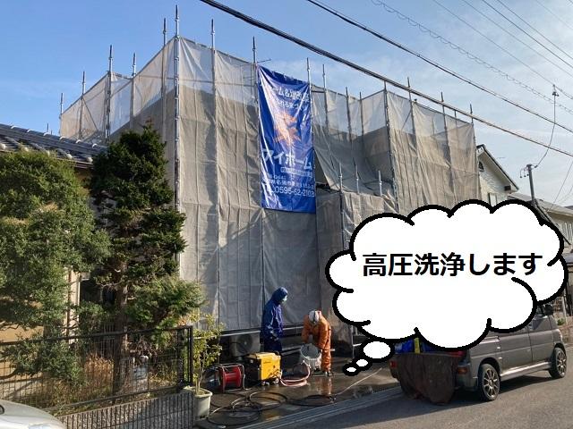 名張市で二階建ての屋根・外壁の高圧洗浄をし塗り替えをしています