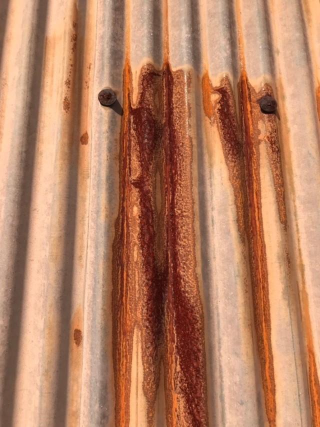 名張市 トタン屋根 ネジの劣化