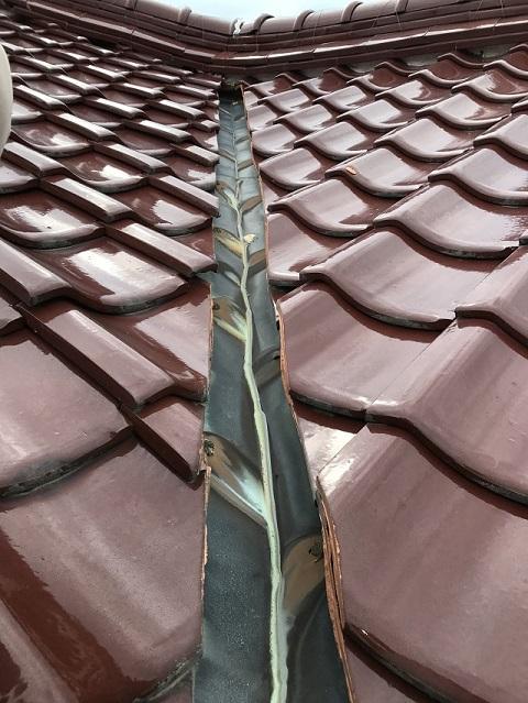 名張市 屋根谷板銅の穴あき