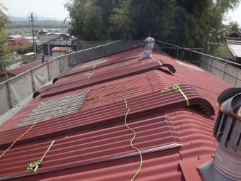 伊賀市工場屋根葺き替え金属瓦荷揚げ
