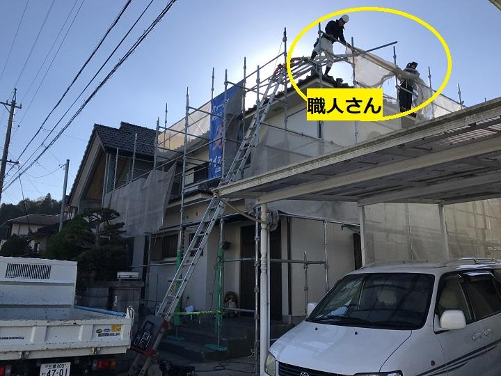 伊賀市 雨漏り補修作業をする2人の職人