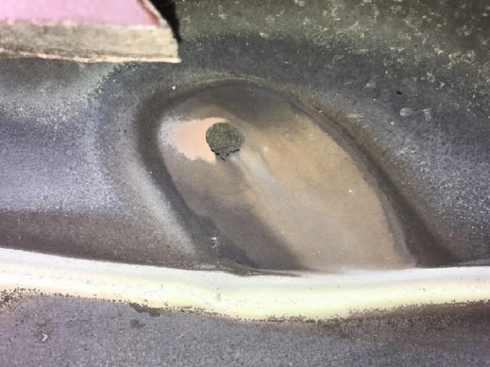 名張市 屋根谷板銅が酸性雨で穴が開く