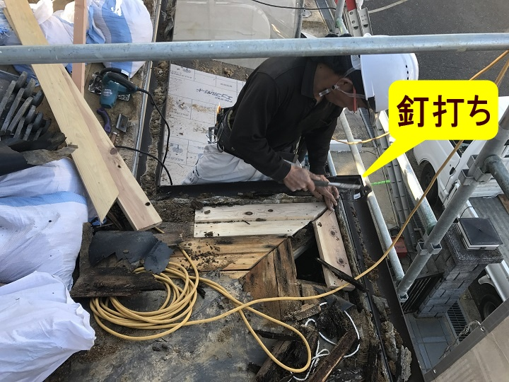 伊賀市 下屋根野地板への釘打ち写真