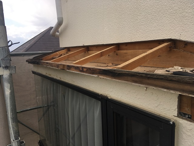 出窓庇 屋根材解体