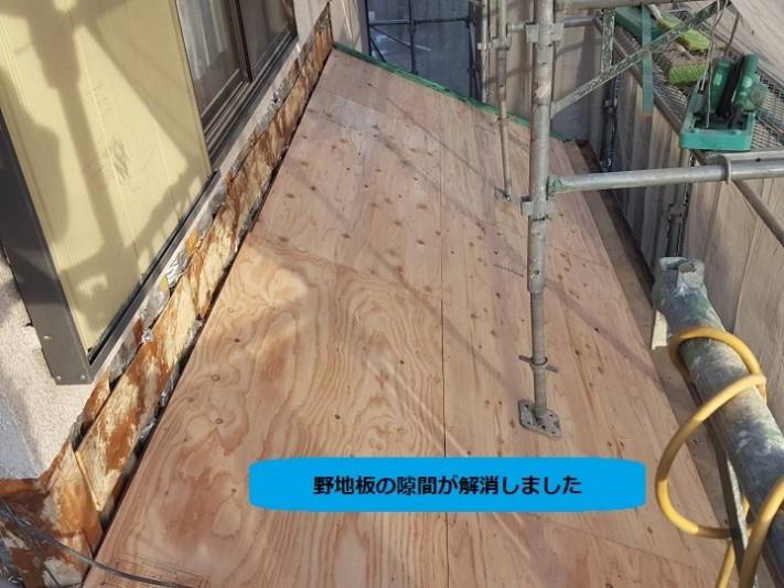 伊賀市 新しい野地板をはる