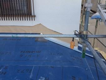伊賀市 徳永邸下屋根捨て水切り設置写真