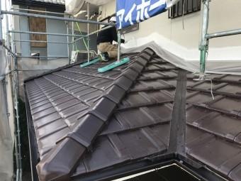 伊賀市 徳永邸下屋根塗料の塗装作業