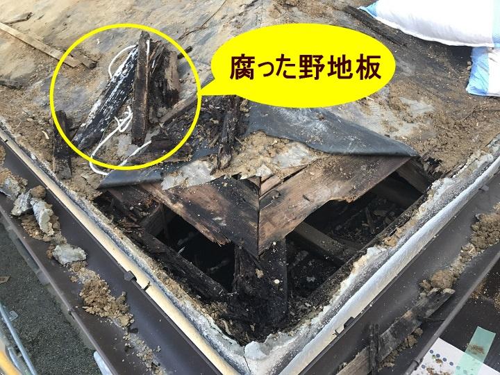 伊賀市 下屋根・腐った野地板の説明写真