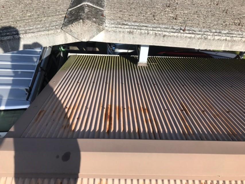 名張市 トタン屋根 他の屋根との接触部