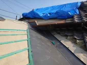 伊賀市 カラーステンレス谷板幅900