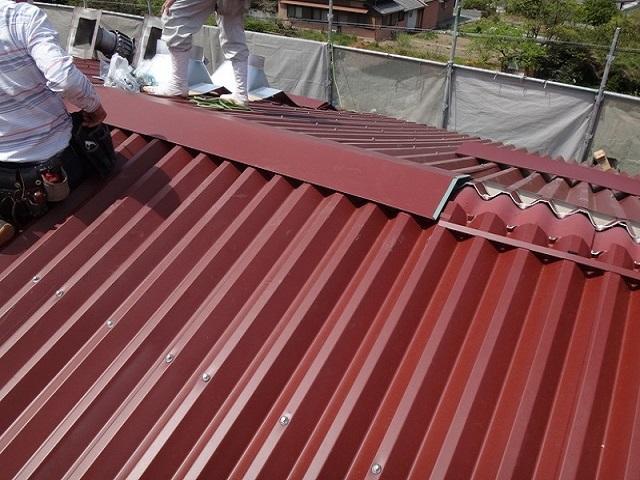 伊賀市 工場屋根葺き替え棟取付