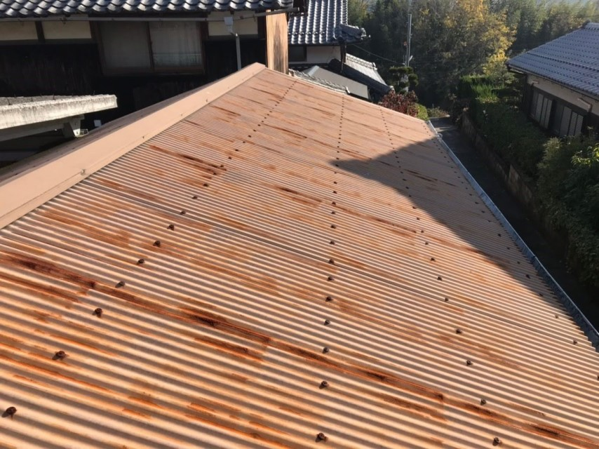 名張市 車庫 屋根カバー工法