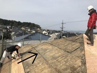 伊賀市 野地板張り進行方向を示す写真