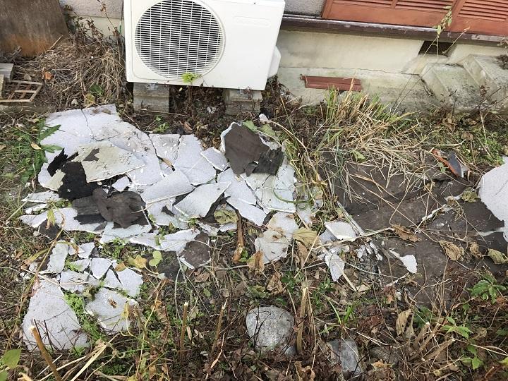 名張市 モルタル壁の破片 台風被害