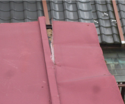 金属屋根チェック1.屋根材が浮いている・剥がれている